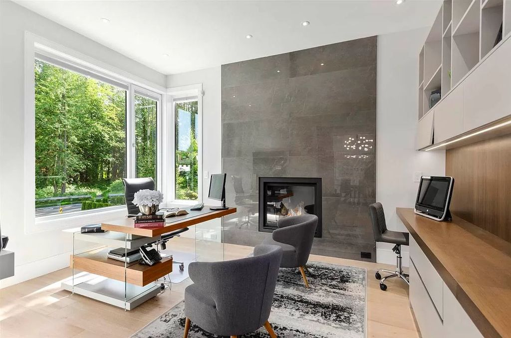 The Timeless Sophistication Home in Surrey is an extravagant home now available for sale. This home located at 14317 31a Ave, Surrey, BC V4P 1R2, Canada