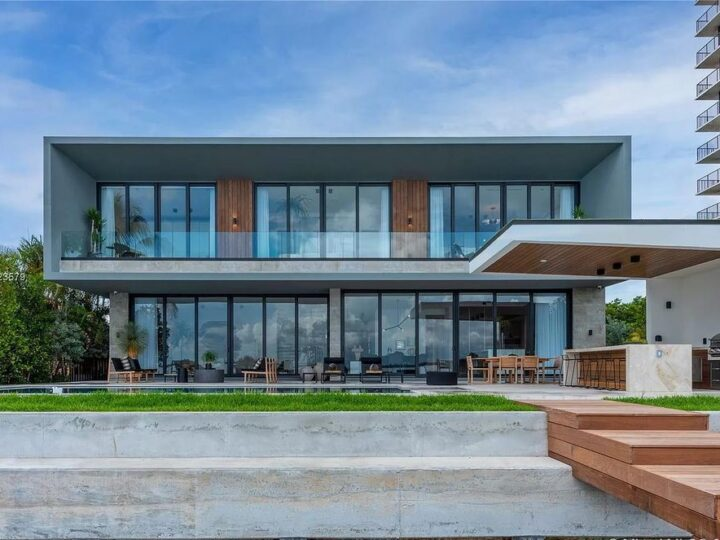 $16,900,000 Venetian Islands Brand-new Waterfront Home with Striking Contemporary Architecture