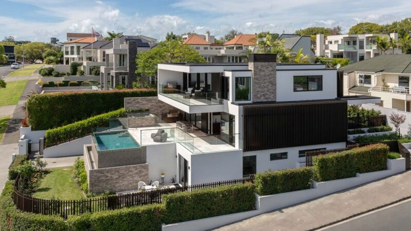 Beachside Modern Family Home, a Stunning Project by Jessop Architects