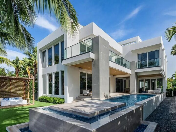 This $7,000,000 Custom Built Smart Home in Miami Beach offers Gorgeous Finishes