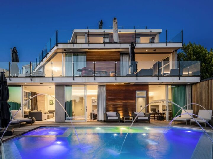This $8,888,888 Tri-level Living Entertainment Home in Los Angeles boasts Panoramic City Views