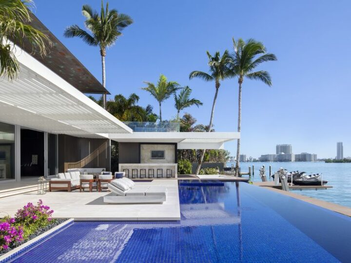 Dilido House, a Picturesque House Brings Sophistication to Miami's Coast