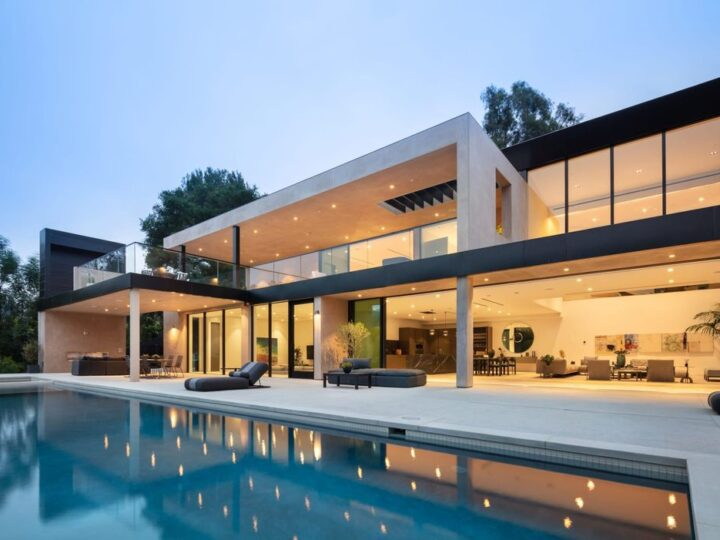 This $10,750,000 Newly Modern Home in Beverly Hills comes with the Finest of Materials and an Innovative Design