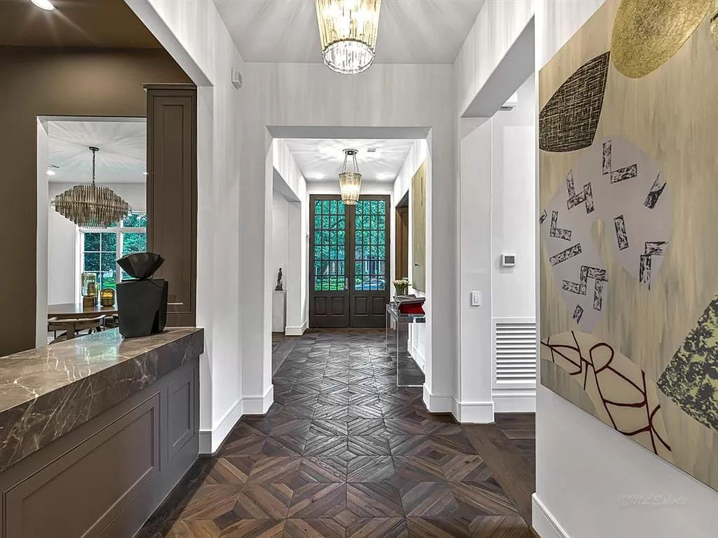 The Home in Houston is new construction River Oaks residence showcases the traditional inspiration with contemporary flair for transitional finishes now available for sale. This home located at 3637 Meadow Lake Ln, Houston, Texas
