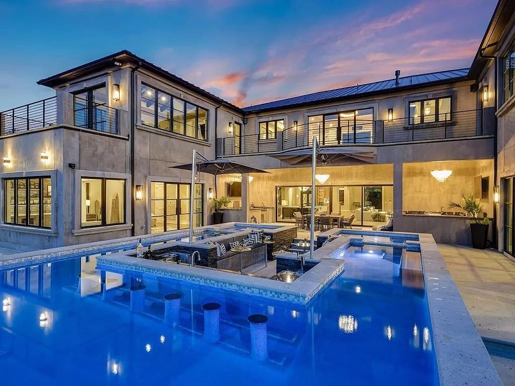 This $8,074,000 Texas Home is A Masterpiece of Modern Elegance on Lake Travis