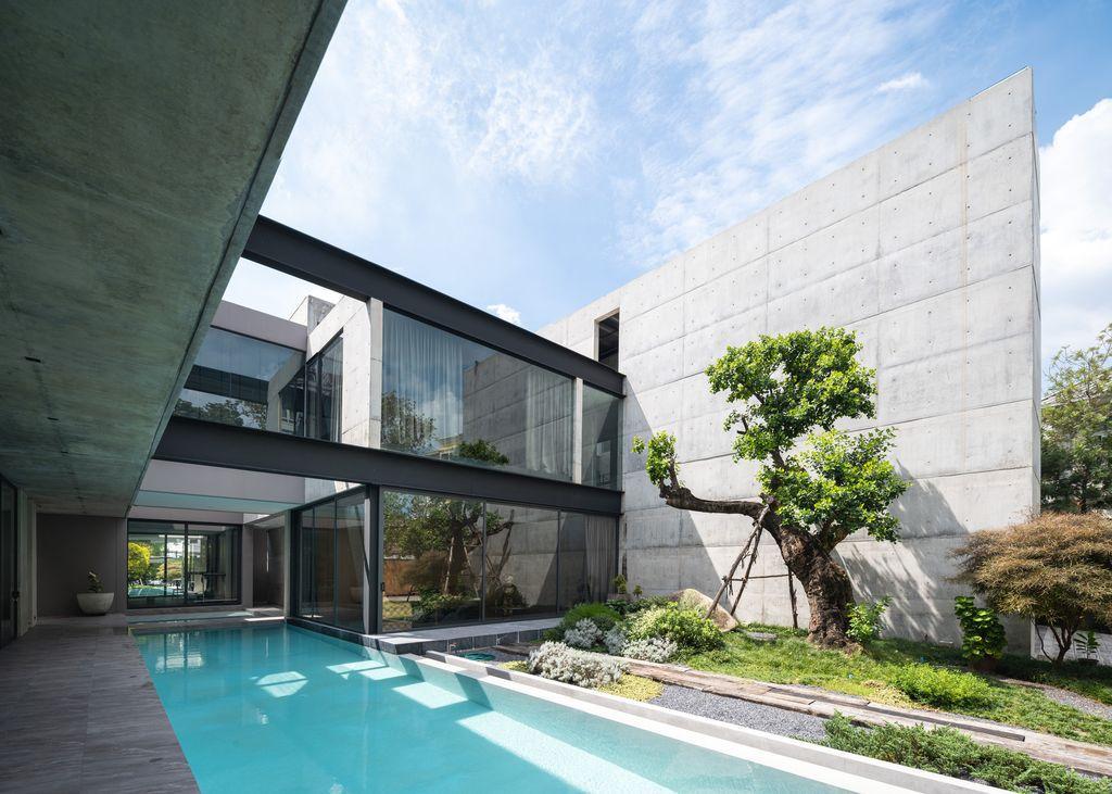 Baan Akat-Yen residence filled with comfort, cool breezes by Studio Krubka
