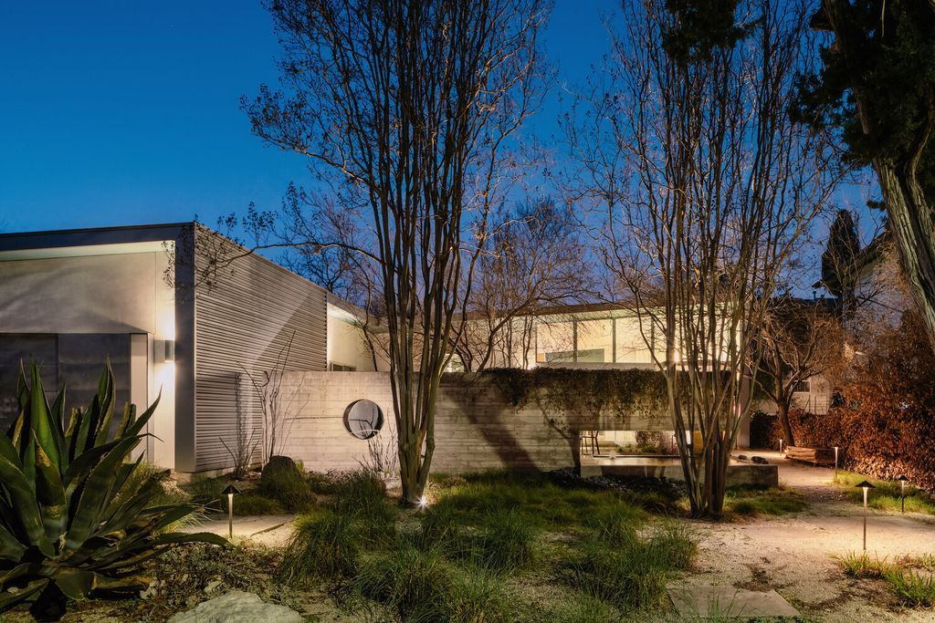 Bouldin Creek Residence, Quiet Single-story Retreat by Ravel Architecture