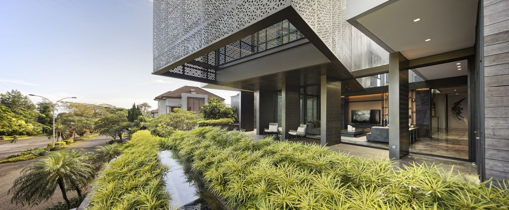 Golf residence, warm intimate home with golf field views by Gets Architects