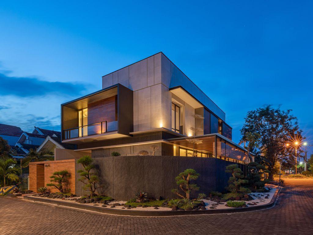 J House, a Modern Villa with Impressive Corner Plot by y0 Design Architect