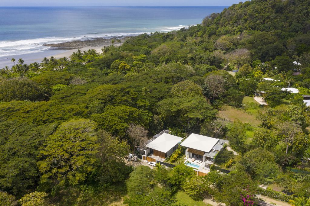 Naia House with teak roof, opens up Costa Rican rainforest by Studio Saxe