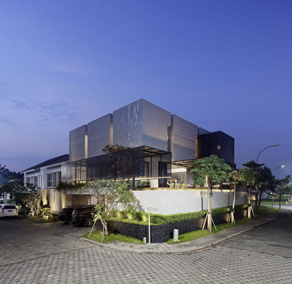 Rubic JGC residence, modern home combine feng shui by Gets Architects