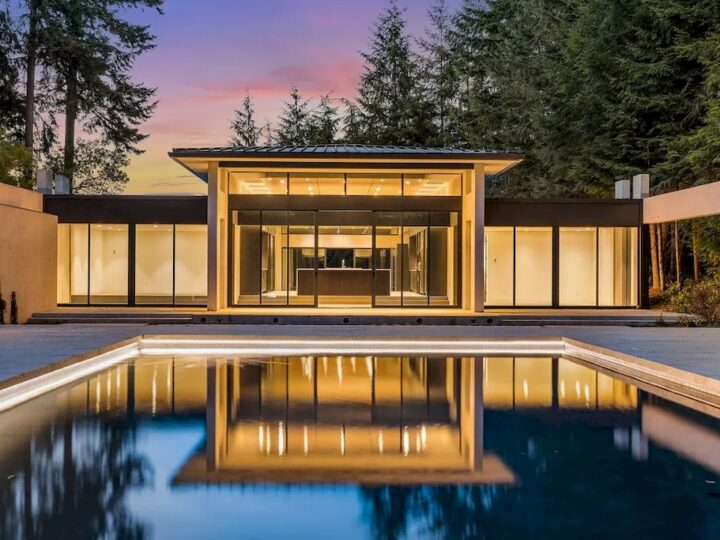This $8,500,000 Incredible House in Washington is a Masterpieces of Modern Art with Space and Light