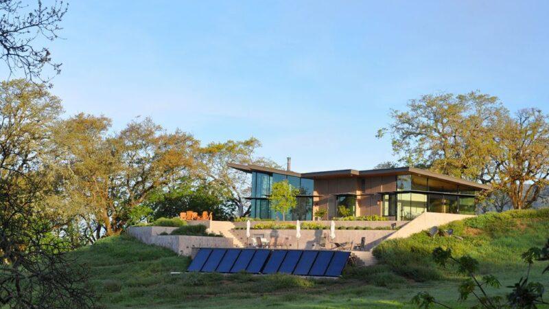 Yorkville residence in spacious airy vistas by Alan Nicholson Design Studio