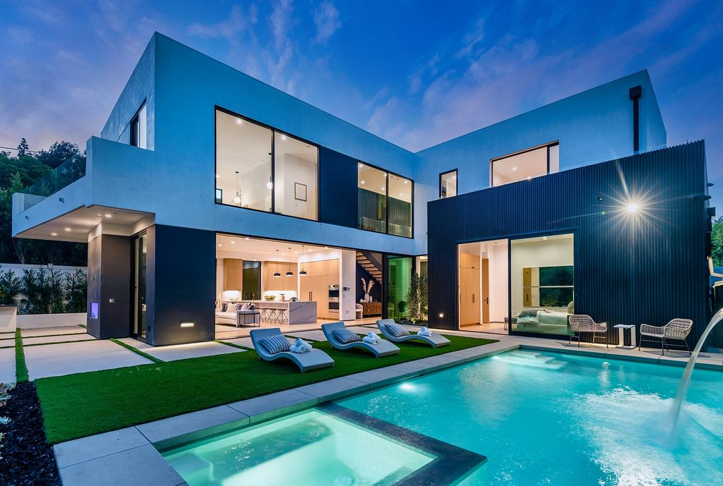 Absolutely Exquisite Upscale Modern Home in Brentwood hits Market for $5,999,950